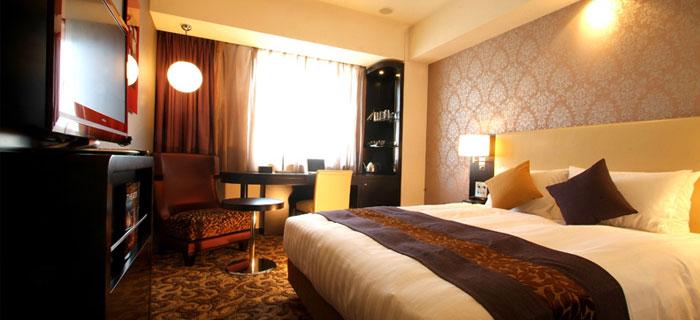 room_standard_queen_03